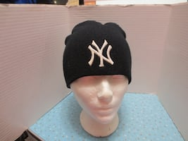 MLB New York Yankees Black Winter Beanie Toque. One size fits all