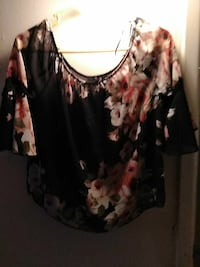 black, red, and beige floral elbow-sleeved blouse Lubbock, 79403