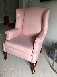 Wing back chair. Great for upholstery Brampton, L6V