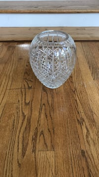 Clear cut glass flower vase McLean, 22101