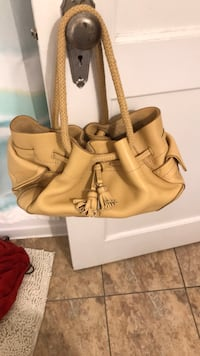 Cole Haan Village Pebbled Tan Leather Satchel. Great condition Upper Dublin, 19002