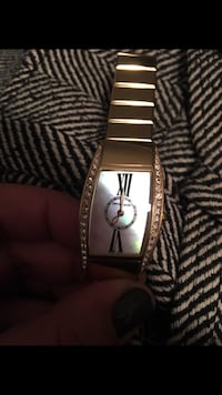 silver-colored analog watch with link bracelet Montréal, H3W 2P7