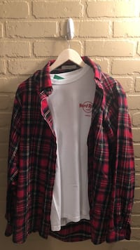 Men's extended fit flannel paired with Vintage Hard Rock Cafe tshirt. Size medium and large.