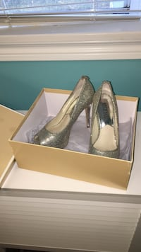 Pair of grey Michael Kors leather peep-toe pumps Bedford, B4A 4J9