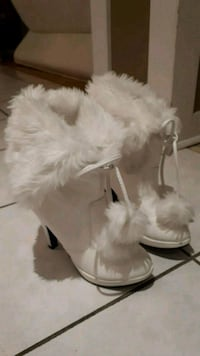 Women's boots, fits size 7, white, very good condition Mississauga, L5M 6N5