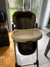 baby's brown and white high chair Mississauga, L5M 6R6