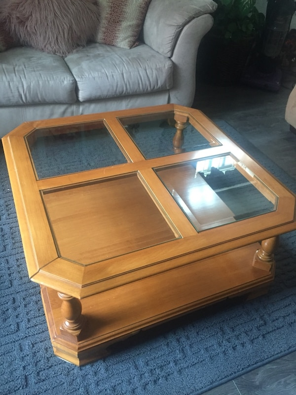 Solid wood coffee table 6dc1e892-29a4-4abd-90db-3ef9728d1421