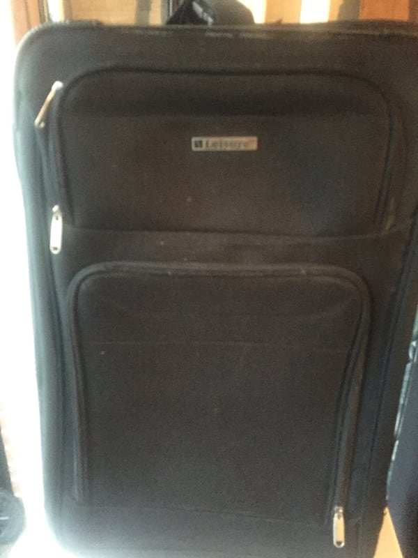In great condition medium luggage f8cb18c4-aa6d-4d92-b472-e44a34f87fba