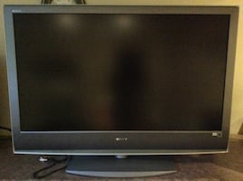 """Sony Bravia 46""""Flat screen LCD HDTV with stand like new made in Japan"""