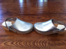 $30  Girls Size 36 Silver  Clogs  Comfortable Size 5