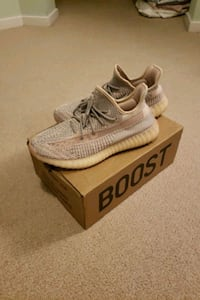 "Yeezy 350 v2 ""Synth"" Size 11 Port Moody, V3H 5M2"