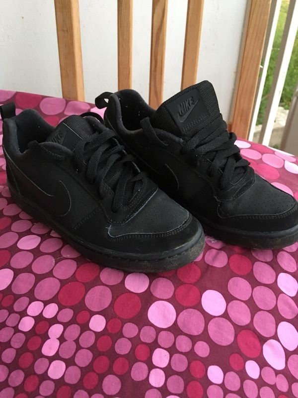 9e0cded2e Used pair of black Nike low-top sneakers for sale in Toronto - letgo