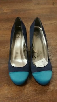 pair of blue suede pointed-toe heeled shoes Hamilton, L0R 2H4