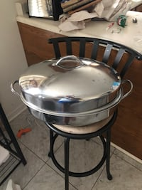 Round stainless steel chafing dish. Spring Hill, 37174