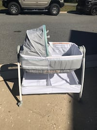 3 in 1 gender neutral bassinet w/ changing table and vibration