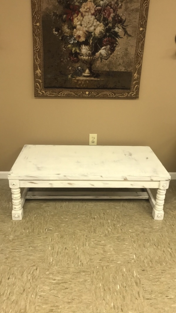 Prime Beautiful Farmhouse Distressed White Coffee Table Dailytribune Chair Design For Home Dailytribuneorg