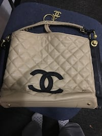 Chanel Quilted white leather tote bag 370 mi