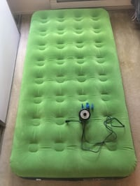 Twin Air Mattress / Air Pump