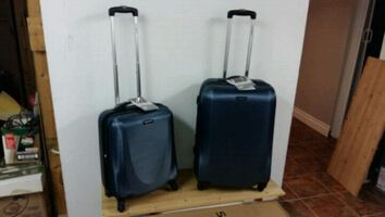 Matching pair of suit cases