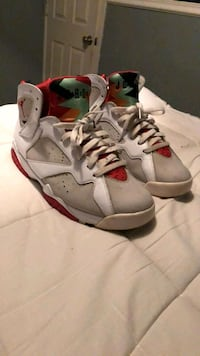 gray-white-and-red Air Jordan basketball shoes