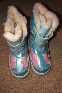 Toddler frozen snow boots size 7