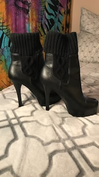 pair of black leather pump-heeled boots Roseville, 95661
