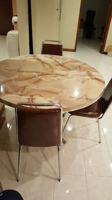 Round table and 6 chairs