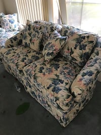 Beautiful floral sofa set  Buena Park, 90620
