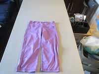 Womens Purple Lululemon Crop Size 8 Fort Saskatchewan
