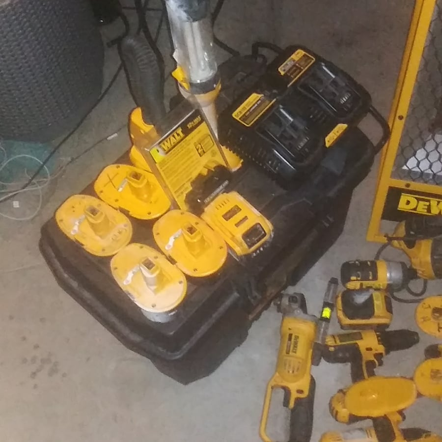 DEWALT TOOLS SET OF 30+  e2cad078-7064-4eae-8085-c7f0928a97ed