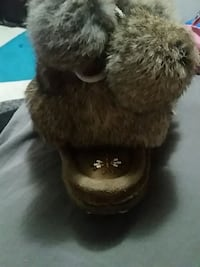 black and brown fur fur boots Fort Saskatchewan, T8L