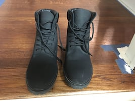Mountain Gear work boots like new