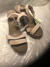 Pair of gray-and-black sandals Vaughan, L0J 3V9