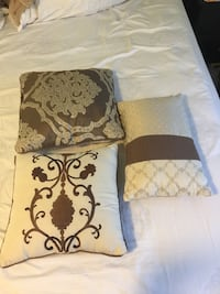 Decorative and reversible bed accent pillows Burnaby, V5A 2G9