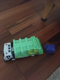 Recycling truck toy. NEGOTIABLE Frederick, 21704