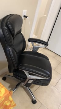 Black leather office rolling armchair Vancouver, V6A 2C1