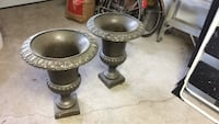 two brown wooden candle holders Grimsby, L3M 5H3