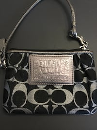 Coach wristlet, good condition  Vaughan, L4H 1J9