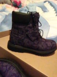 unpaired black and gray floral Timberland work boo Toronto, M4B 2K3