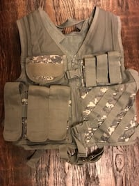 gray, white, and black camouflage tactical vest