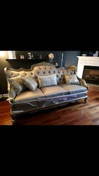 Vintage Couch Thorold