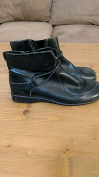 pair of black leather boots Surrey, V3S 3M9