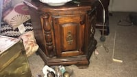 Two very solid end tables beautiful no scratches perfect condition Owings Mills, 21117