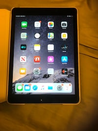 iPad Air 2 64gb wifi with case charger and cable