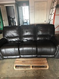 Leather power recliner sofa couch furniture living room  Hamilton, L8W 3A1