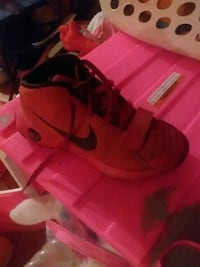 pair of red Nike basketball shoes Red House, 25168