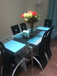GLASS DINNER TABLE WITH 6 Chairs- excellent condition !!! Mississauga, L5B 3P7