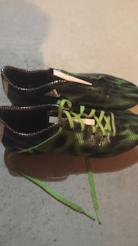 Adidas f10 size 8.5 worn in for one whole day  Whitby, L1N 9R8