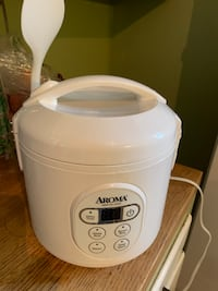 Rice cooker with steam basket