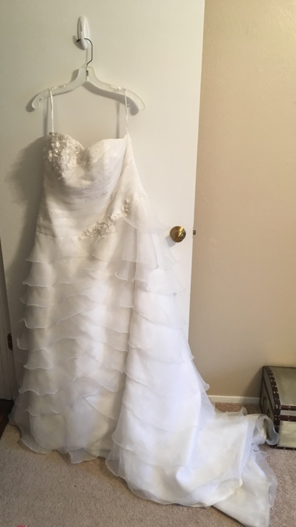 Used Davids Bridal Wedding Dress White Size 18w Sewn In Bra